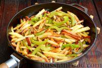 Фото приготовления рецепта: Картошка, жаренная со сладким перцем - шаг №11