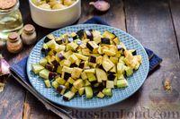 Фото приготовления рецепта: Салат с жареными баклажанами, сладким перцем и маринованными шампиньонами - шаг №2