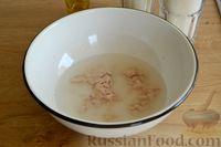 Фото приготовления рецепта: Открытые дрожжевые пироги с луком, ветчиной и сыром - шаг №2