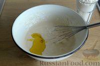 Фото приготовления рецепта: Открытые дрожжевые пироги с луком, ветчиной и сыром - шаг №4
