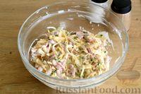 Фото приготовления рецепта: Открытые дрожжевые пироги с луком, ветчиной и сыром - шаг №13