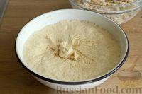 Фото приготовления рецепта: Открытые дрожжевые пироги с луком, ветчиной и сыром - шаг №14