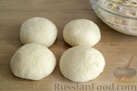 Фото приготовления рецепта: Открытые дрожжевые пироги с луком, ветчиной и сыром - шаг №15