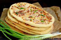 Фото приготовления рецепта: Открытые дрожжевые пироги с луком, ветчиной и сыром - шаг №19