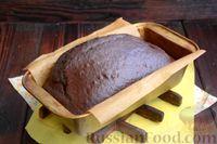 Фото приготовления рецепта: Шоколадно-кофейный кекс на молоке, с тахинной глазурью - шаг №9