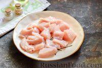 Фото приготовления рецепта: Куриное филе, тушенное с баклажанами и помидорами - шаг №2