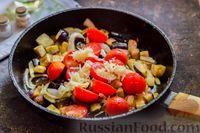 Фото приготовления рецепта: Куриное филе, тушенное с баклажанами и помидорами - шаг №7