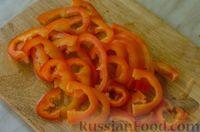 """Фото приготовления рецепта: Мясная """"гармошка"""", запечённая с яблоками и овощами - шаг №7"""