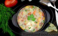 Фото приготовления рецепта: Куриный суп с манной крупой, помидорами и сладким перцем - шаг №11
