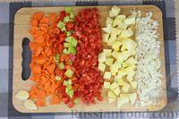 Фото приготовления рецепта: Куриный суп с манной крупой, помидорами и сладким перцем - шаг №2