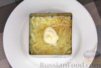 Фото приготовления рецепта: Слоёный салат с яблоками, морковью, сыром и яйцами - шаг №9