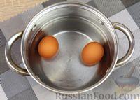 Фото приготовления рецепта: Слоёный салат с яблоками, морковью, сыром и яйцами - шаг №2