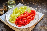 Фото приготовления рецепта: Свиная печень, тушенная со сладким перцем, морковью и помидорами - шаг №5