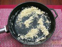 Фото приготовления рецепта: Куриный суп со сладким перцем, сосисками и консервированным горошком - шаг №8