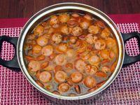 Фото приготовления рецепта: Куриный суп со сладким перцем, сосисками и консервированным горошком - шаг №18