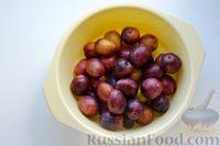 Фото приготовления рецепта: Варенье из слив, фаршированных грецкими орехами - шаг №7