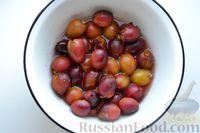 Фото приготовления рецепта: Варенье из слив, фаршированных грецкими орехами - шаг №11