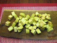 Фото приготовления рецепта: Рыба, тушенная с картошкой, баклажанами и кабачками - шаг №2