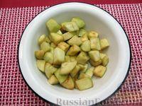 Фото приготовления рецепта: Рыба, тушенная с картошкой, баклажанами и кабачками - шаг №3
