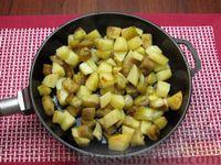 Фото приготовления рецепта: Рыба, тушенная с картошкой, баклажанами и кабачками - шаг №8
