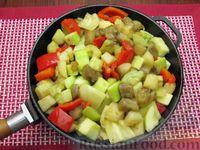 Фото приготовления рецепта: Рыба, тушенная с картошкой, баклажанами и кабачками - шаг №11