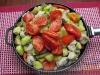 Фото приготовления рецепта: Рыба, тушенная с картошкой, баклажанами и кабачками - шаг №15