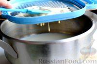 Фото приготовления рецепта: Молочный суп с клёцками - шаг №8