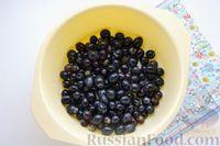 Фото приготовления рецепта: Компот из винограда и слив на зиму - шаг №8