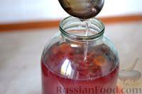 Фото приготовления рецепта: Компот из винограда и слив на зиму - шаг №14