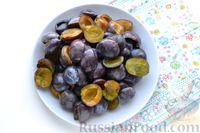 Фото приготовления рецепта: Компот из винограда и слив на зиму - шаг №6