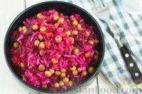 Фото приготовления рецепта: Салат из свёклы, моркови, риса и консервированного зелёного горошка - шаг №8