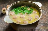 Фото приготовления рецепта: Сливочный суп  с мясными фрикадельками - шаг №15