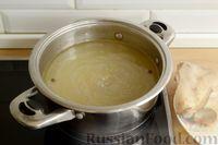 Фото приготовления рецепта: Куриный суп с помидорами и рисом - шаг №3