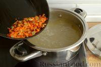 Фото приготовления рецепта: Куриный суп с помидорами и рисом - шаг №7
