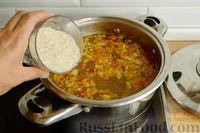 Фото приготовления рецепта: Куриный суп с помидорами и рисом - шаг №8