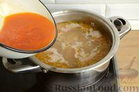 Фото приготовления рецепта: Куриный суп с помидорами и рисом - шаг №13