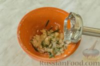 Фото приготовления рецепта: Свиные рёбрышки с розмарином, чесноком и мёдом, запечённые с картофелем - шаг №7