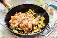 Фото приготовления рецепта: Баклажаны с тушёнкой и помидорами - шаг №5