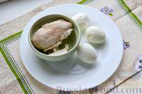 Фото приготовления рецепта: Слоёный салат с курицей, яблоками, сыром и яйцами - шаг №4