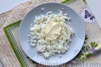 Фото приготовления рецепта: Слоёный салат с курицей, яблоками, сыром и яйцами - шаг №5