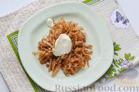 Фото приготовления рецепта: Слоёный салат с курицей, яблоками, сыром и яйцами - шаг №9