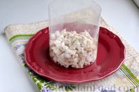 Фото приготовления рецепта: Слоёный салат с курицей, яблоками, сыром и яйцами - шаг №10