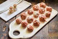 Фото приготовления рецепта: Мясные фрикадельки, запечённые в луково-морковном соусе - шаг №13