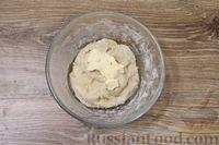 Фото приготовления рецепта: Дрожжевые пирожки с куриными желудочками и кабачками - шаг №9