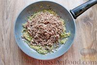 Фото приготовления рецепта: Дрожжевые пирожки с куриными желудочками и кабачками - шаг №17
