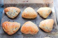 Фото приготовления рецепта: Дрожжевые пирожки с куриными желудочками и кабачками - шаг №27