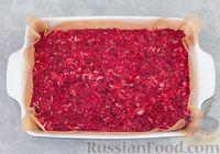 Фото приготовления рецепта: Капустная запеканка с морковью и свёклой - шаг №6