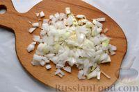 Фото приготовления рецепта: Отварной картофель, запечённый с куриным фаршем, под сливочно-сырным соусом - шаг №3