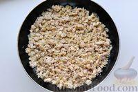 Фото приготовления рецепта: Отварной картофель, запечённый с куриным фаршем, под сливочно-сырным соусом - шаг №8