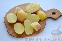 Фото приготовления рецепта: Отварной картофель, запечённый с куриным фаршем, под сливочно-сырным соусом - шаг №17